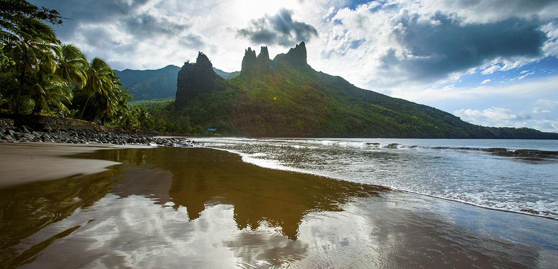 https://tahititourisme.com/wp-content/uploads/2017/08/2week-Aranui-Marquesas-Cruise-1140x550.jpg
