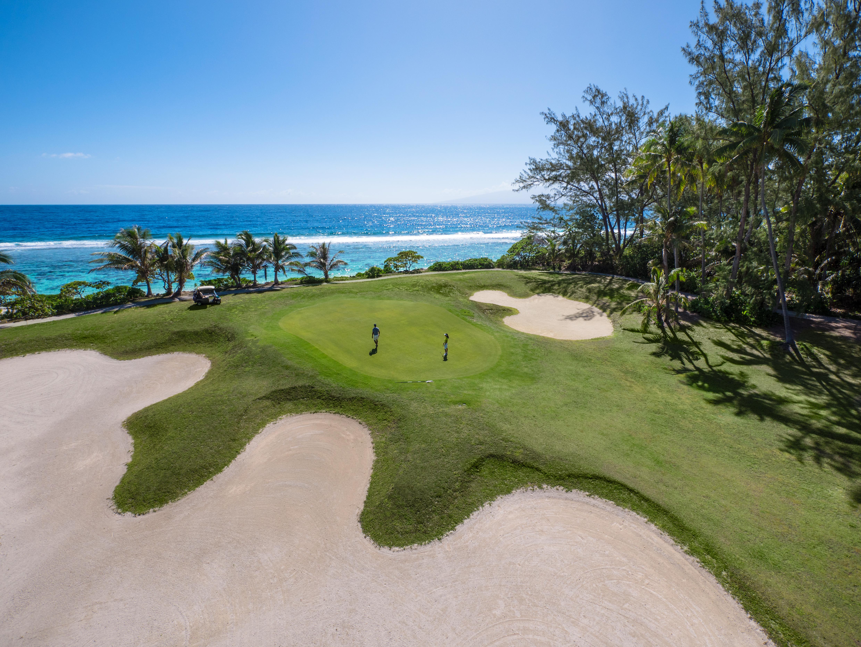 https://tahititourisme.com/wp-content/uploads/2017/08/ACTIVITES-TERRESTRES-Moorea-Green-Pearl-Golf-1.jpg