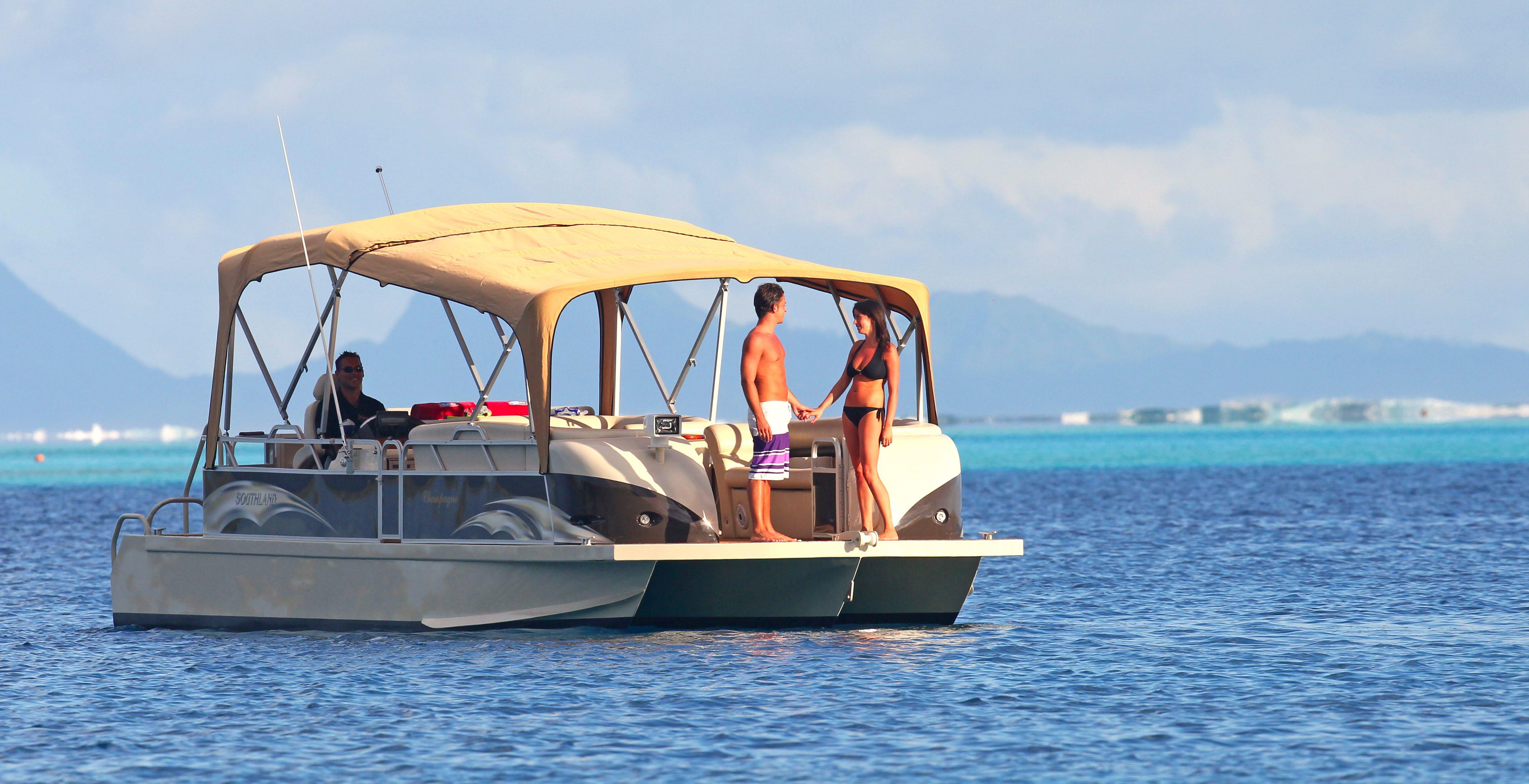 https://tahititourisme.com/wp-content/uploads/2017/08/Champagne-Boat-2.jpg