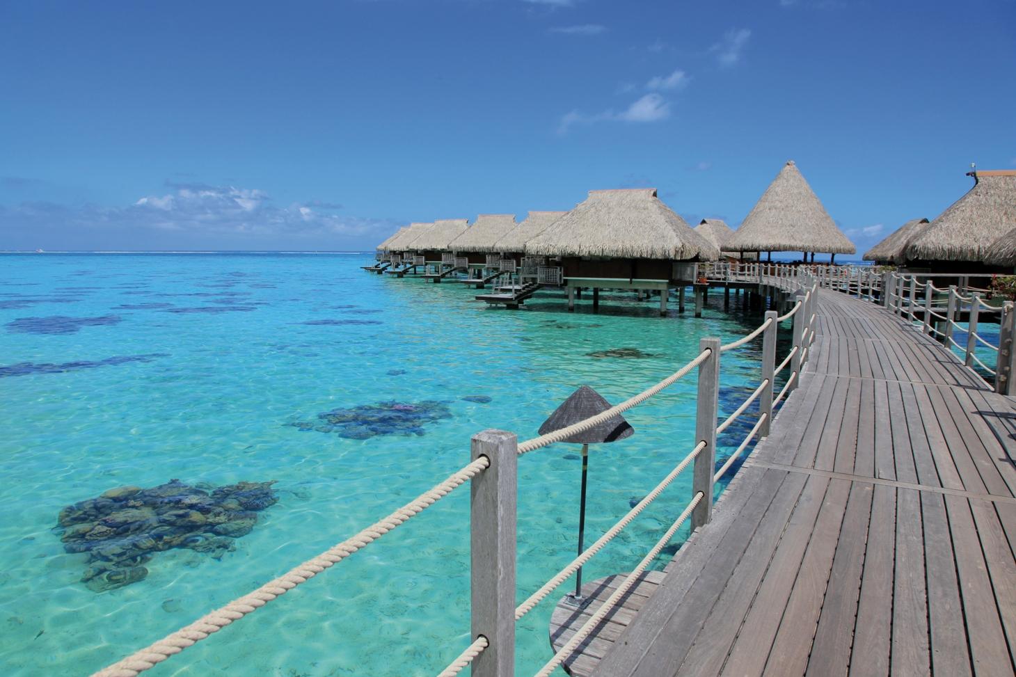 https://tahititourisme.com/wp-content/uploads/2017/08/Hilton-Moorea-Lagoon-Resort-Spa-Overview-7.jpg