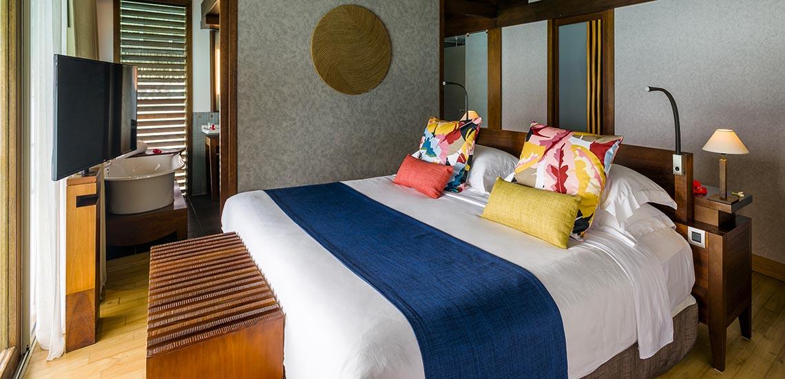 https://tahititourisme.com/wp-content/uploads/2017/08/InterContinental-Bora-Bora-Thalasso-Overwater-Villa-Bedroom-2-1140x550.jpg