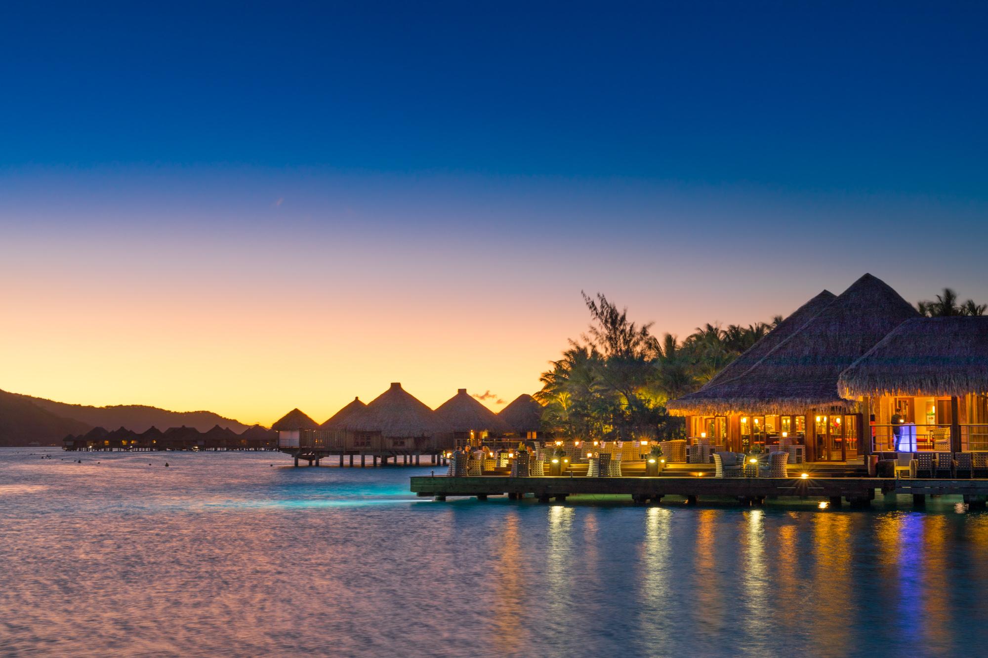 https://tahititourisme.com/wp-content/uploads/2017/08/Lagoon-Restaurant.jpg