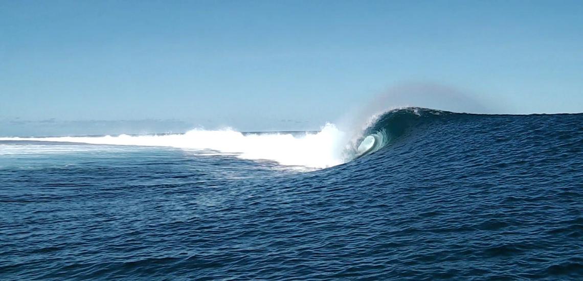 https://tahititourisme.com/wp-content/uploads/2017/08/Tehanis-surf-cool.png