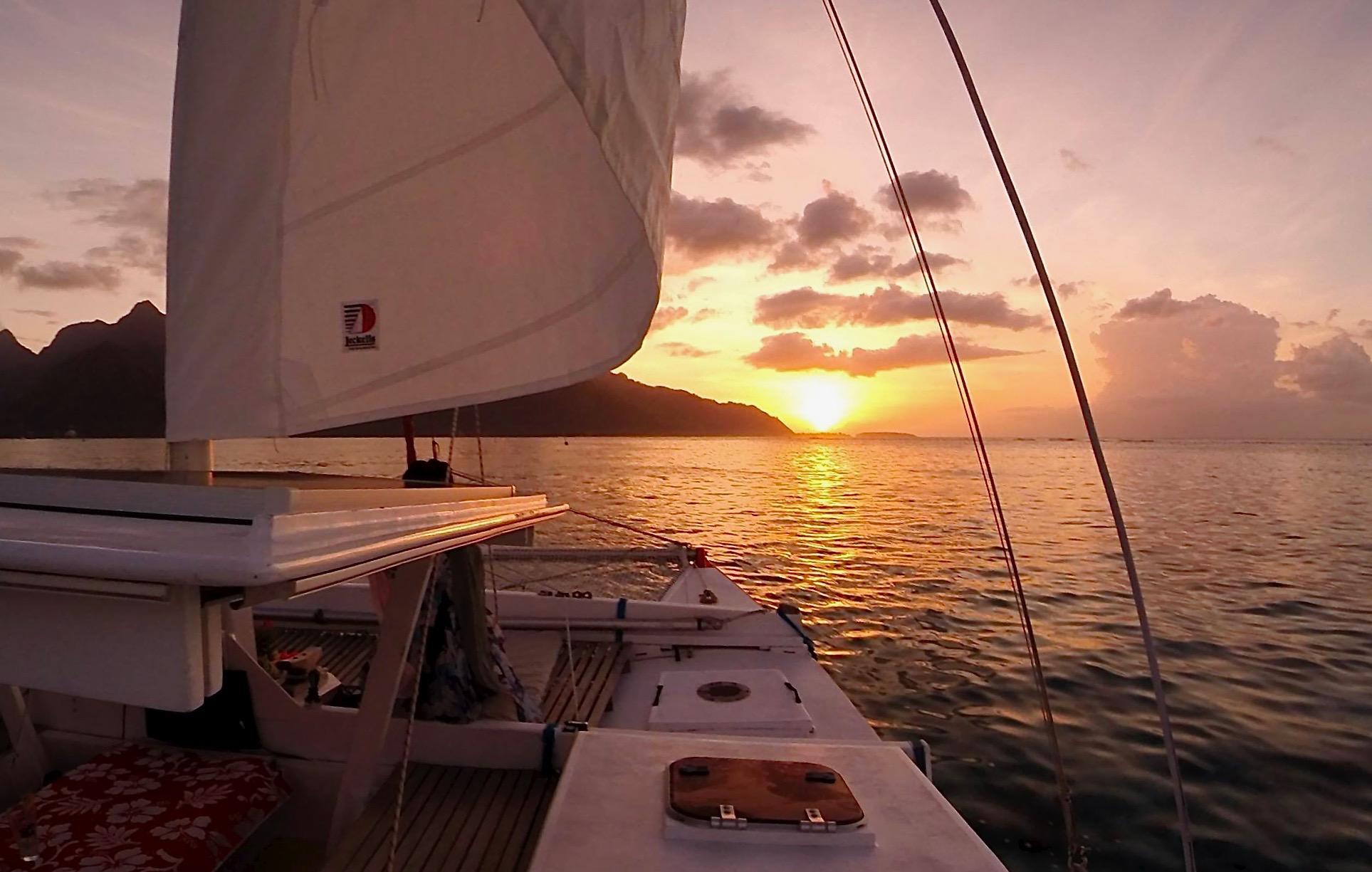 https://tahititourisme.com/wp-content/uploads/2017/08/Voila-Moorea-Sunset-from-the-hull.jpeg