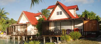 https://tahititourisme.com/wp-content/uploads/2017/08/bungalow-lagon.jpg