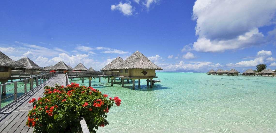 https://tahititourisme.com/wp-content/uploads/2017/08/intercontinental-bora-bora-le-moana-resort-pontoon_5783820784_o_600.jpg