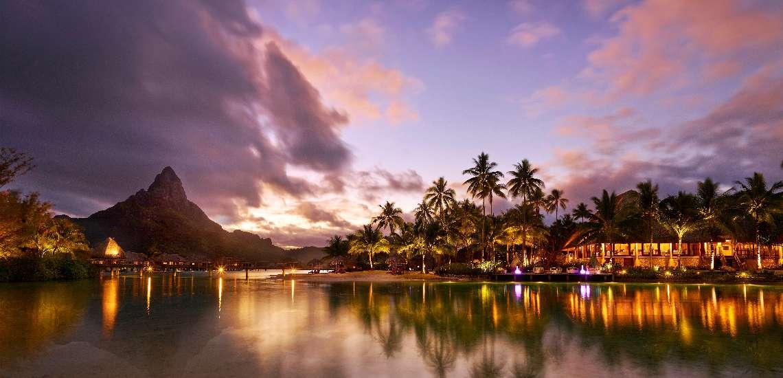 https://tahititourisme.com/wp-content/uploads/2017/08/intercontinental-bora-bora-resort-thalasso-spa-_lagoon-twilight-final_16232782905_o_600.jpg