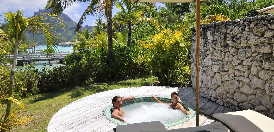 https://tahititourisme.com/wp-content/uploads/2017/08/intercontinental-bora-bora-resort-thalasso-spa-deep-ocean-spa-private-jacuzzi_5783963519_o_600.jpg