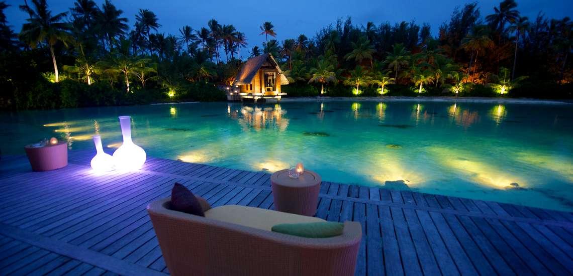 https://tahititourisme.com/wp-content/uploads/2017/08/le-corail-deck-intercontinental-bora-bora-resort-thalasso-spa_16255425766_o_600.jpg