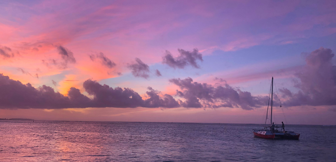 https://tahititourisme.com/wp-content/uploads/2017/08/voilamoorea_sunset_1140x550.png
