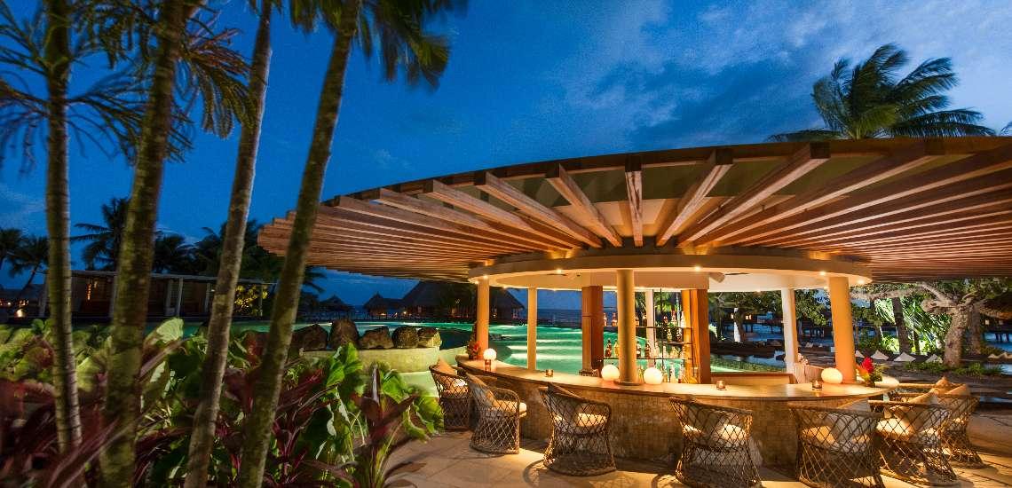 https://tahititourisme.com/wp-content/uploads/2017/11/Conrad-Bora-Bora-Nui-F-and-B-Tarava-Pool-Bar-1_600.jpg