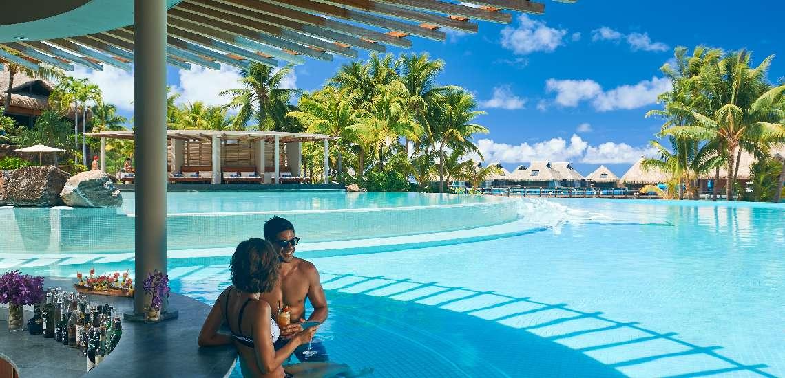 https://tahititourisme.com/wp-content/uploads/2017/11/Conrad-Bora-Bora-Nui-F-and-B-Tarava-Pool-Bar-2_600.jpg