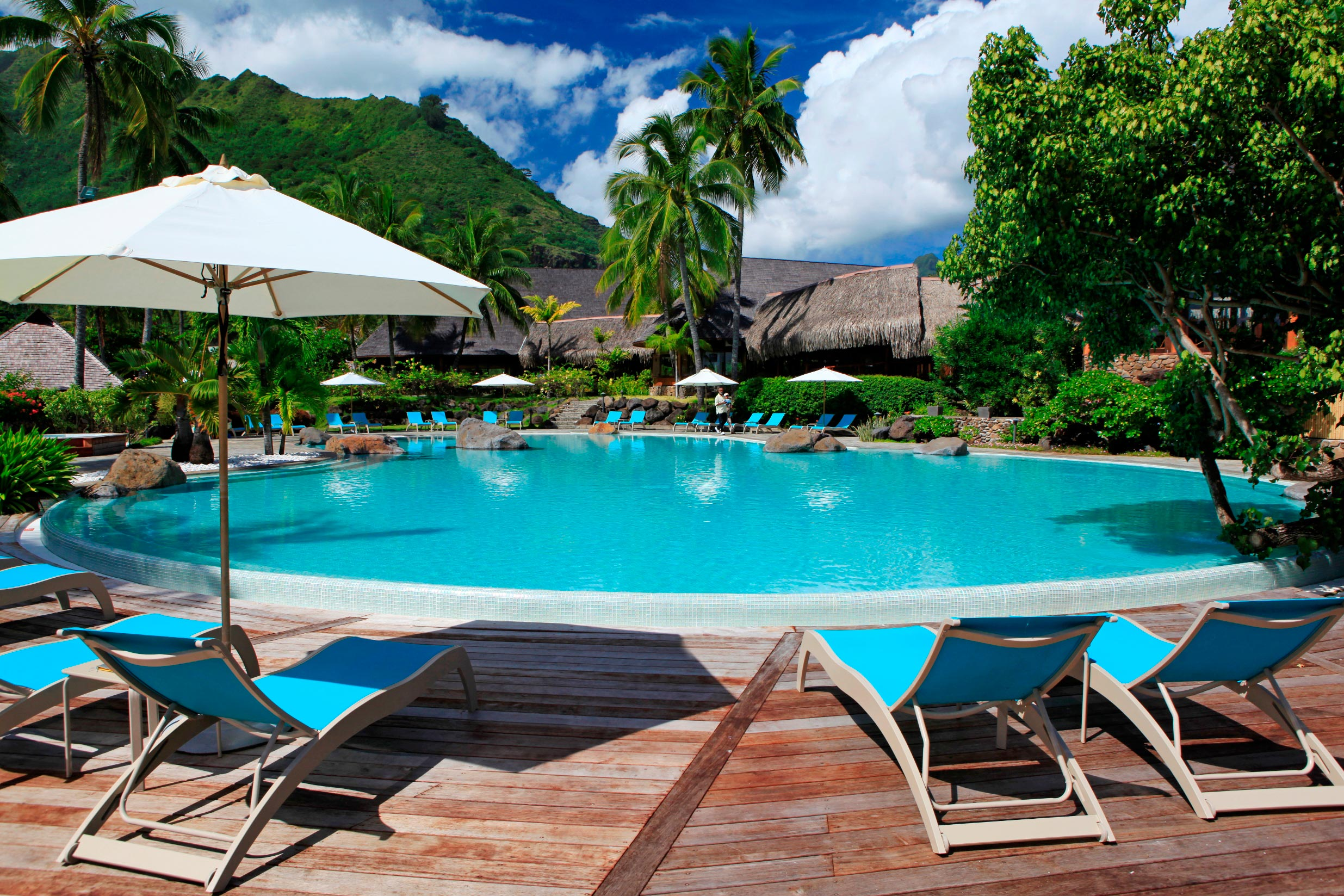 https://tahititourisme.com/wp-content/uploads/2017/11/MOZ-Hilton-Moorea-Swimming-Pool-1-1.jpg