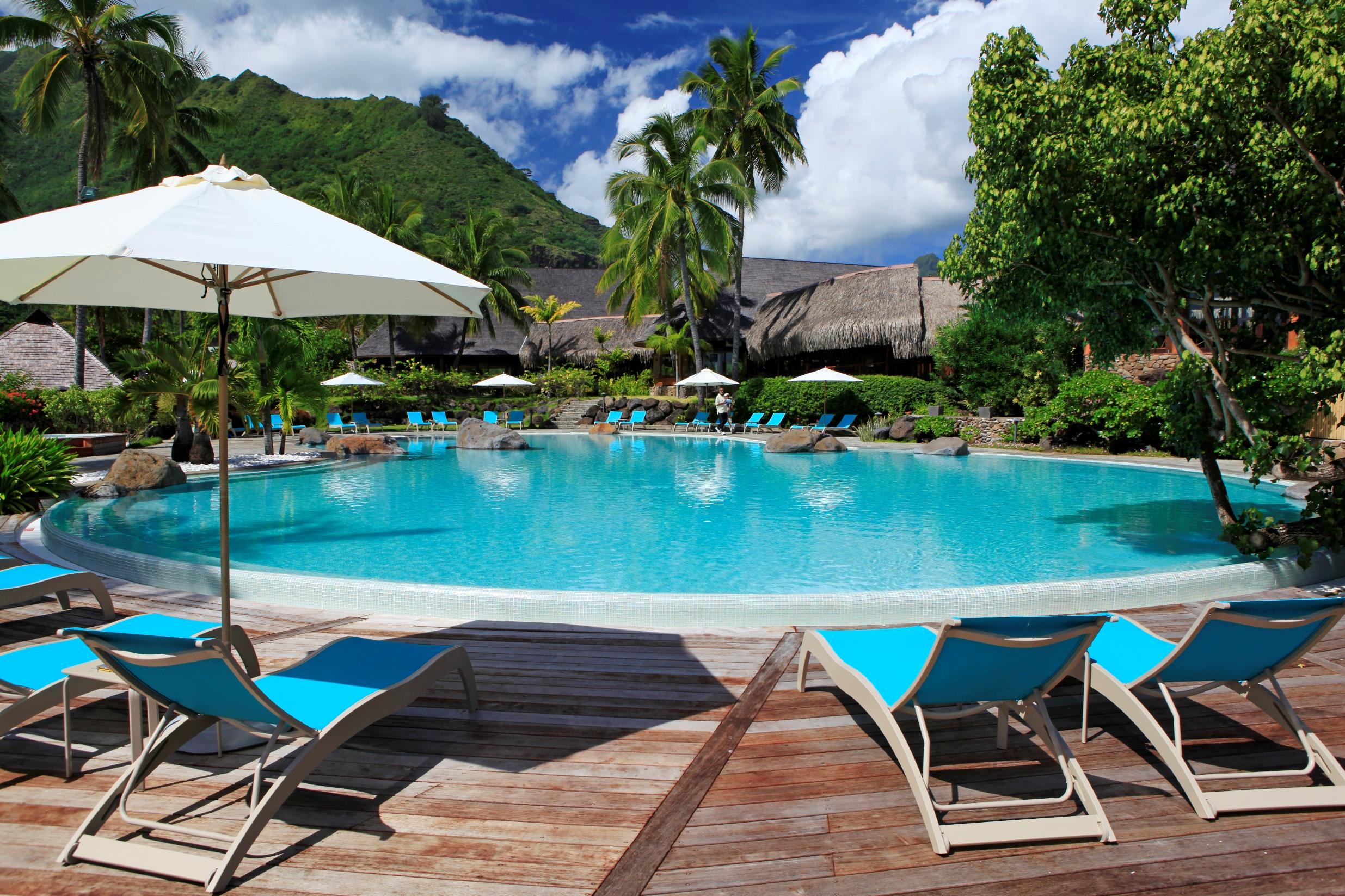 https://tahititourisme.com/wp-content/uploads/2017/11/MOZ-Hilton-Moorea-Swimming-Pool-1.jpg