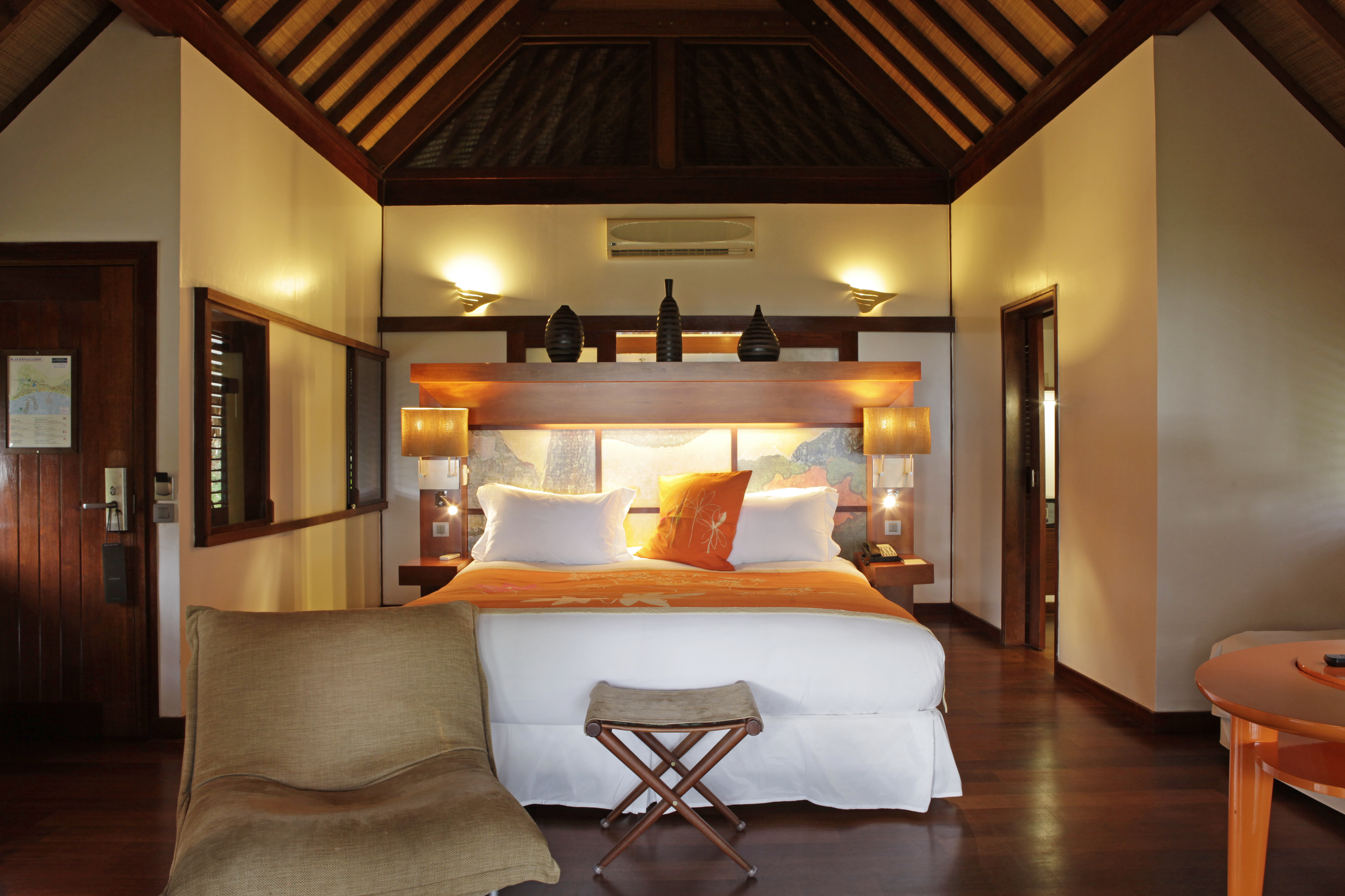 https://tahititourisme.com/wp-content/uploads/2017/11/MOZ-Sofitel-Moorea-Luxury-GDN-Bungalows-Interior.jpg