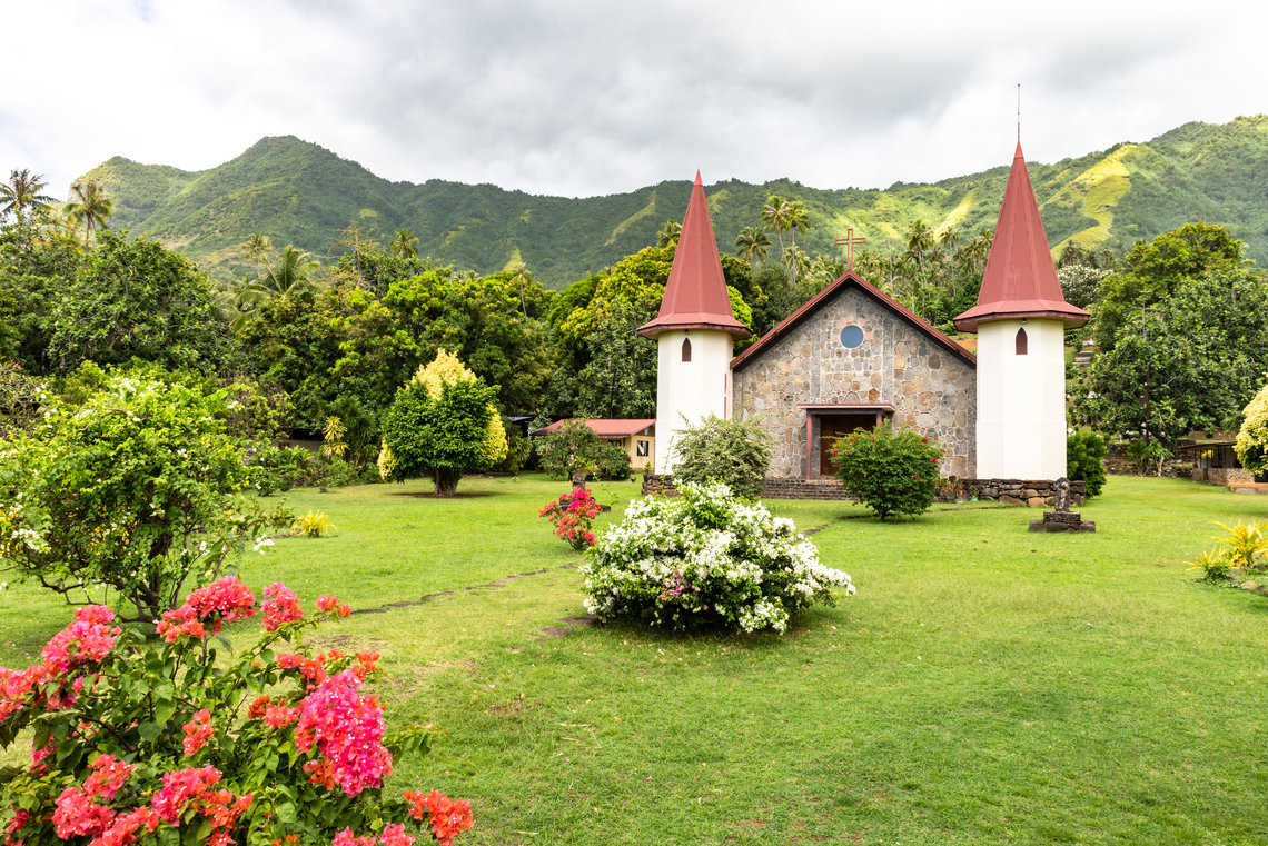 https://tahititourisme.com/wp-content/uploads/2017/11/Nuku-Hiva-church.jpg