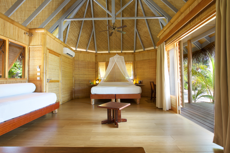 https://tahititourisme.com/wp-content/uploads/2018/01/tikehaupearlbeachresort_interior_room-®-M.Drollet.jpg