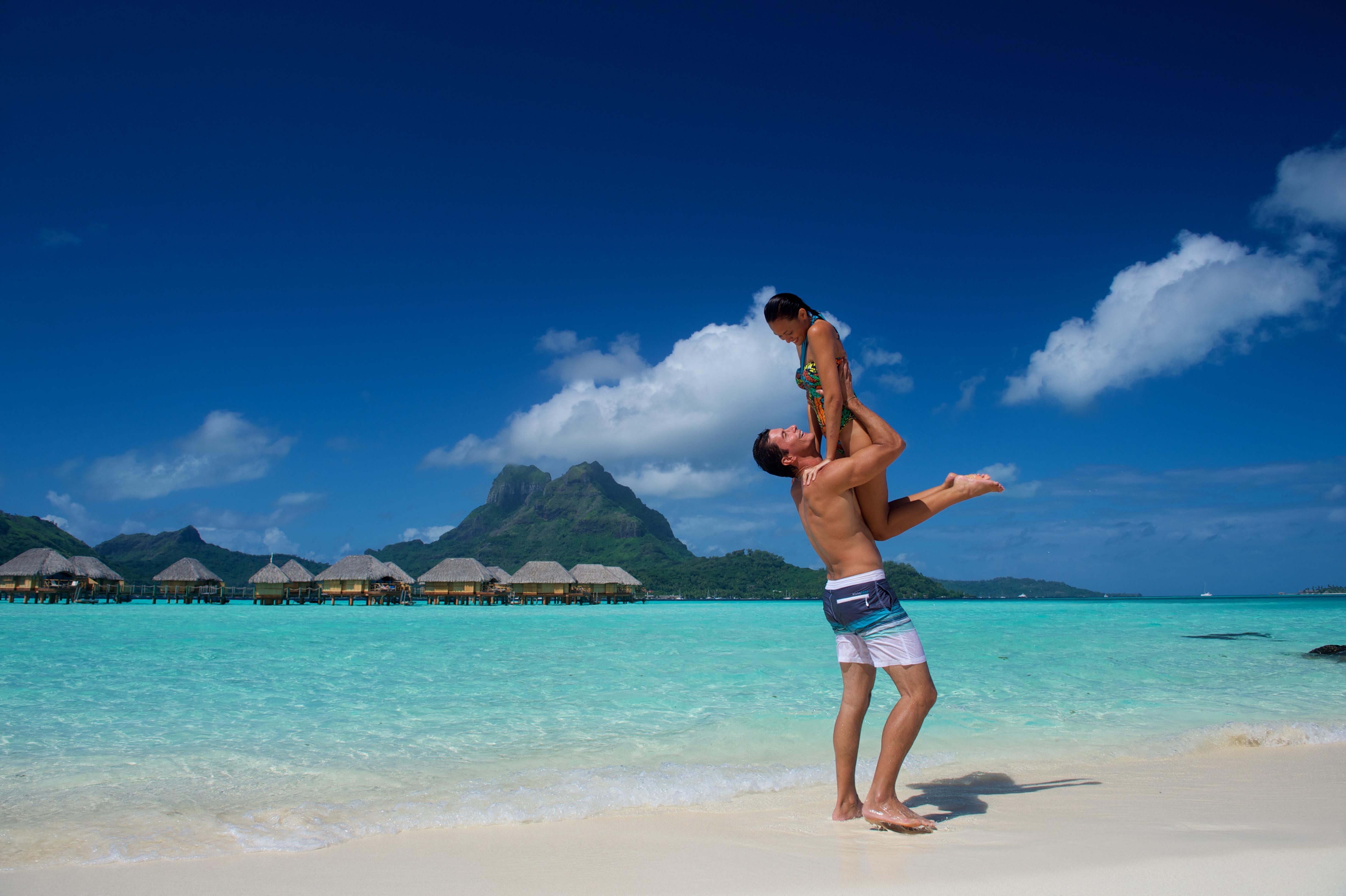 https://tahititourisme.com/wp-content/uploads/2018/03/BOB_Pearl-Beach-Resort_-Beach8-1.jpg