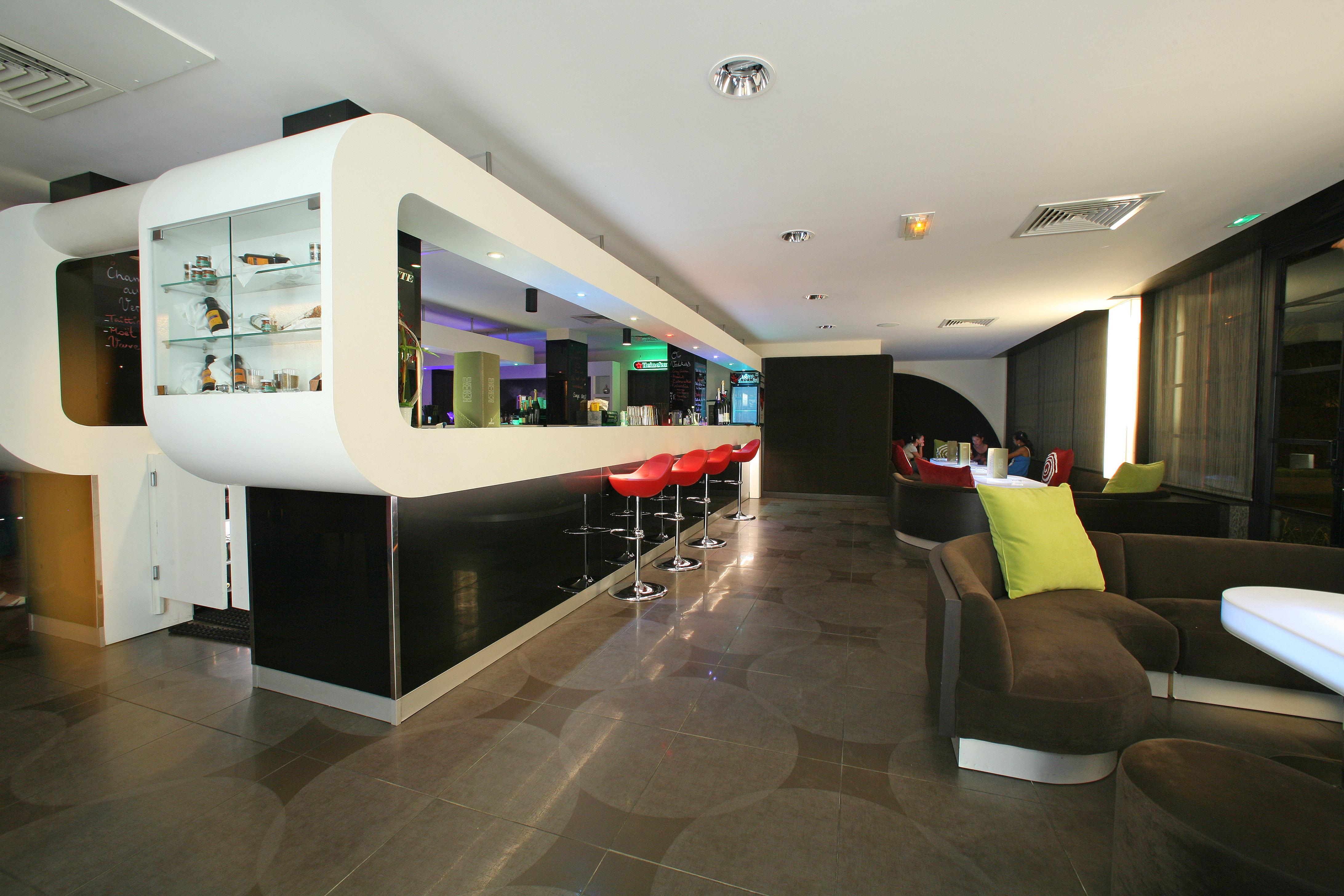 https://tahititourisme.com/wp-content/uploads/2018/03/RESTAURATION-Punavai-Lounge-Bar-1.jpg