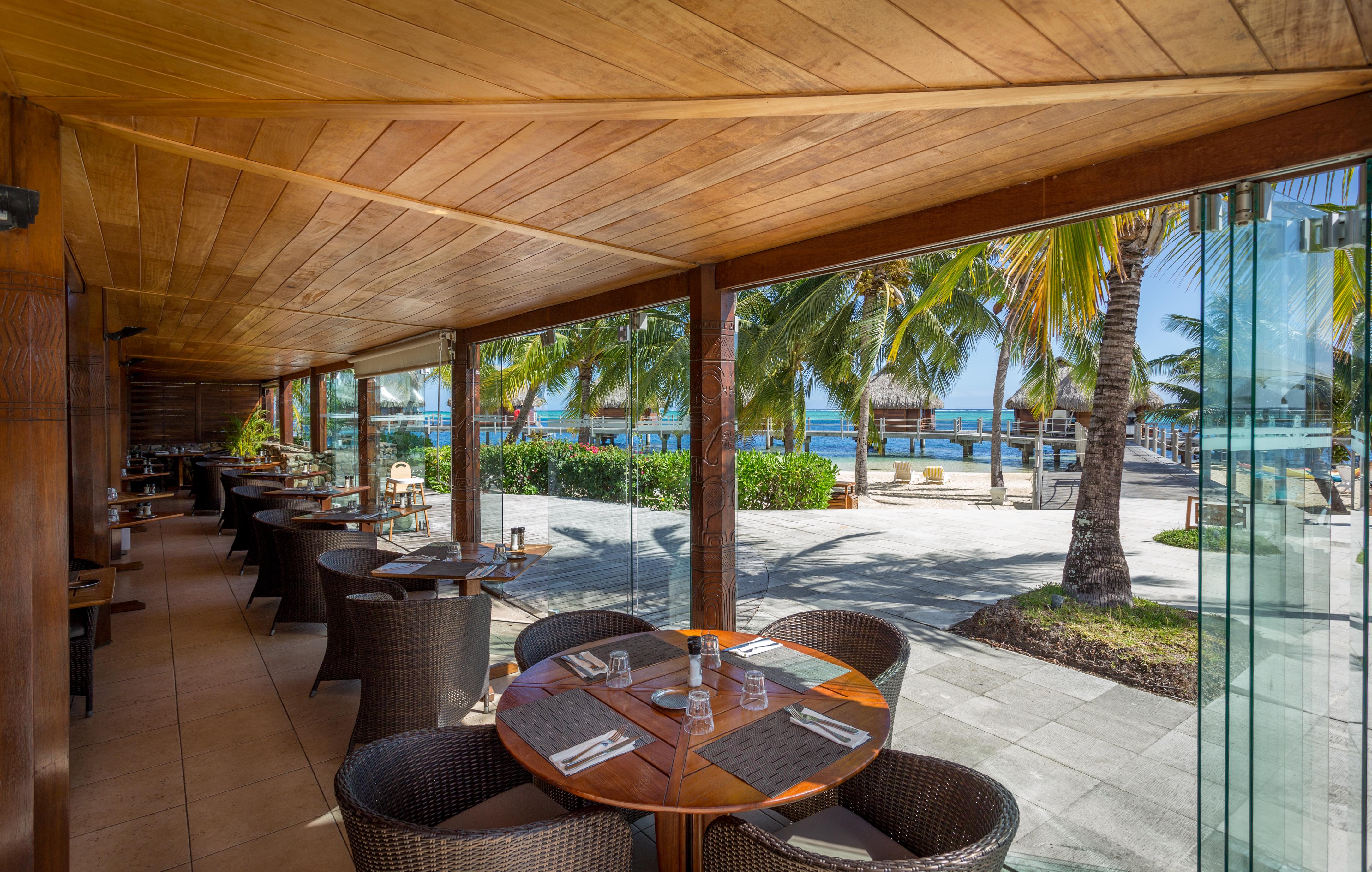 https://tahititourisme.com/wp-content/uploads/2018/03/RESTAURATION-Restaurant-Mahanai-1-Charles_Veronese.jpg