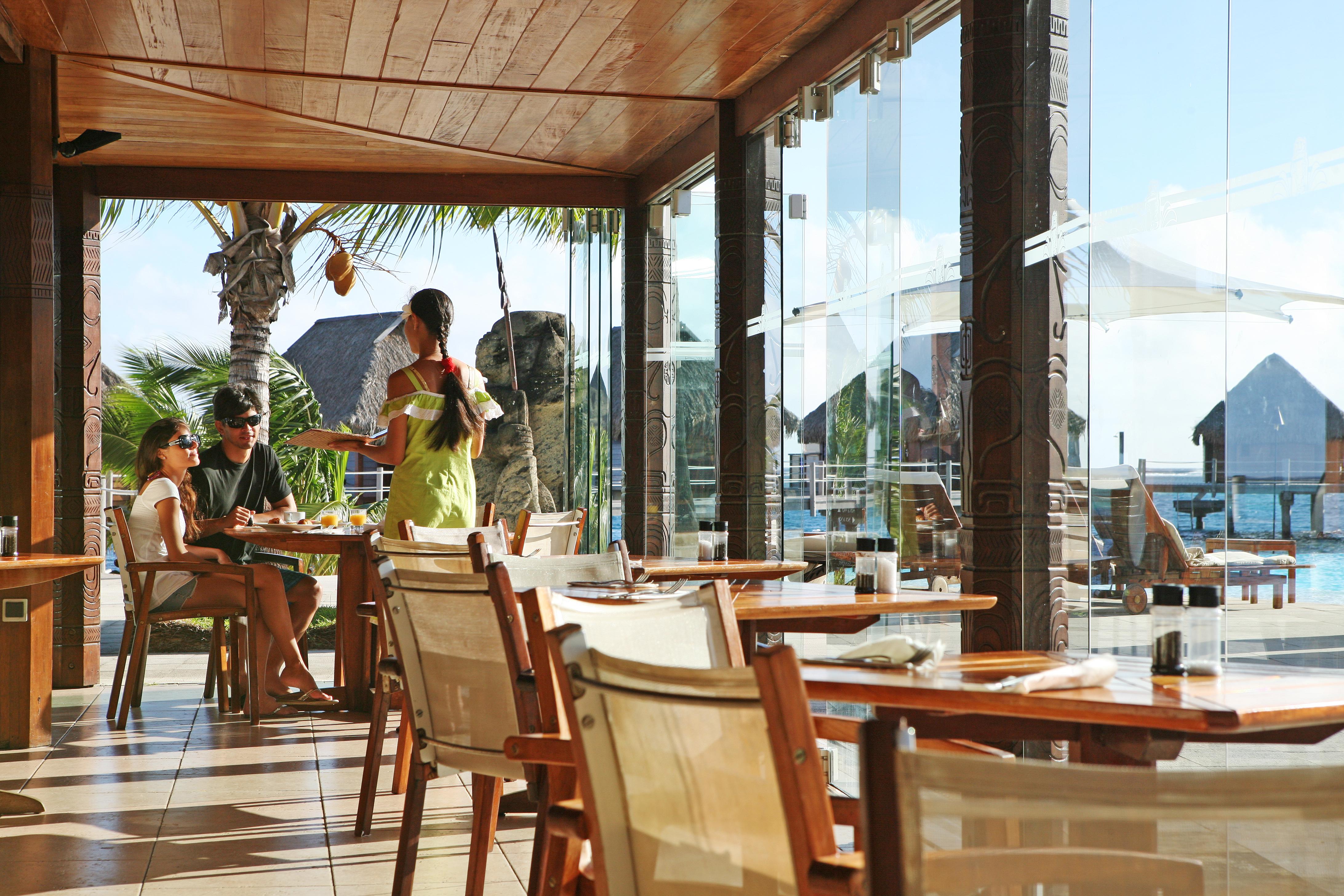 https://tahititourisme.com/wp-content/uploads/2018/03/RESTAURATION-Restaurant-Mahanai-3-Greg_LeBacon.jpg