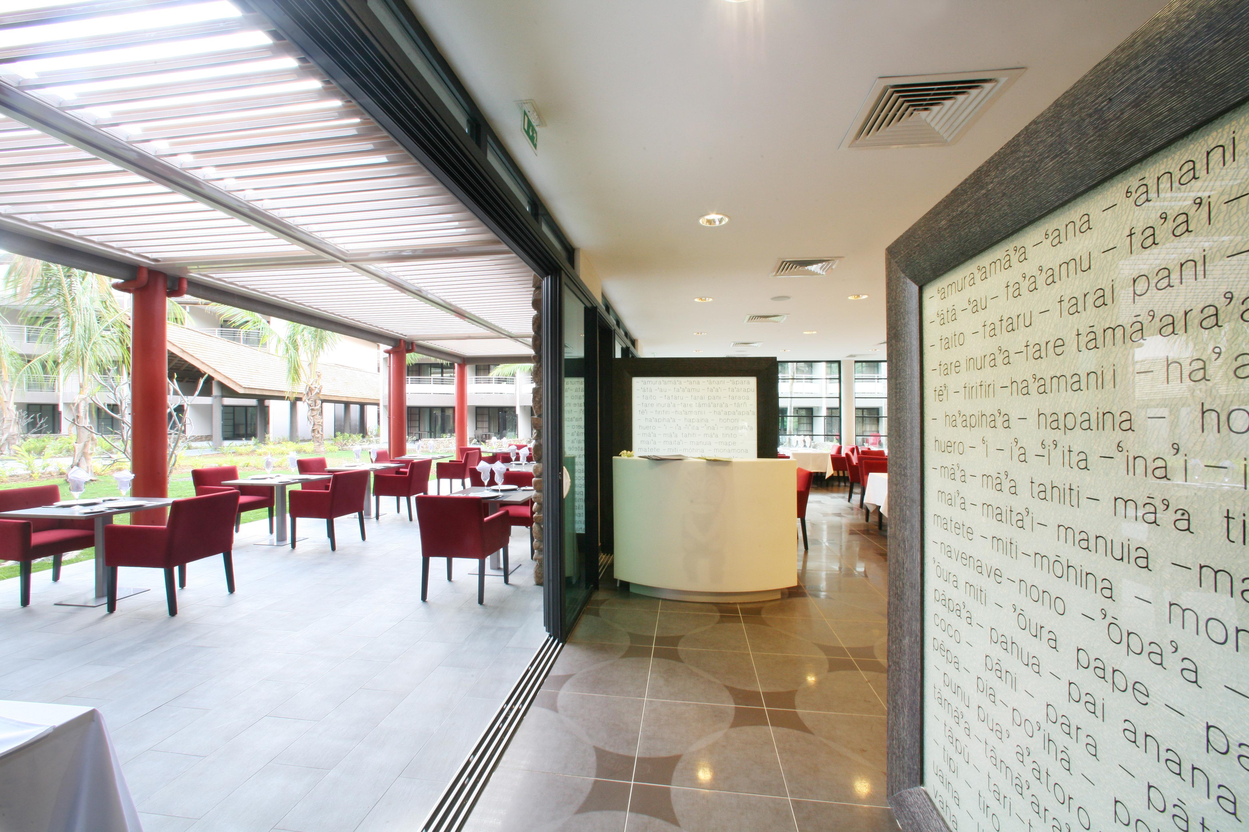 https://tahititourisme.com/wp-content/uploads/2018/03/RESTAURATION-Vaitohi-Restaurant-3.jpg