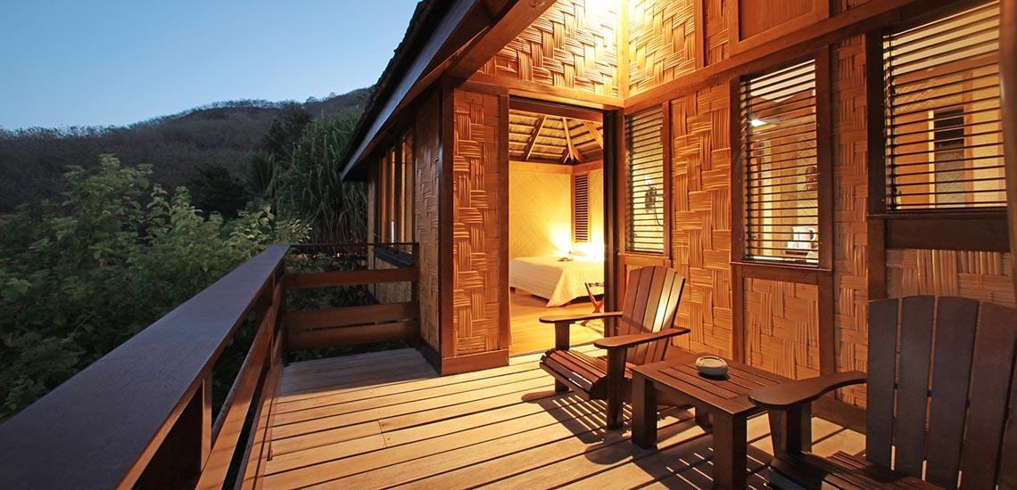 https://tahititourisme.com/wp-content/uploads/2018/06/marquesas-hotel-bungalow-1140x550.jpg