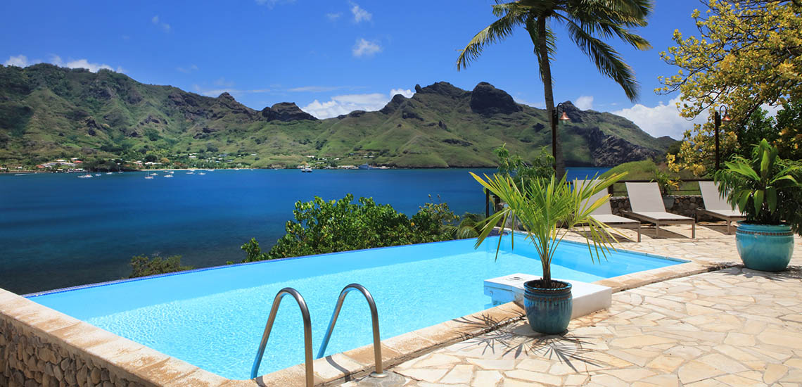 https://tahititourisme.com/wp-content/uploads/2018/06/marquesas-hotel-pool-1140x550.jpg