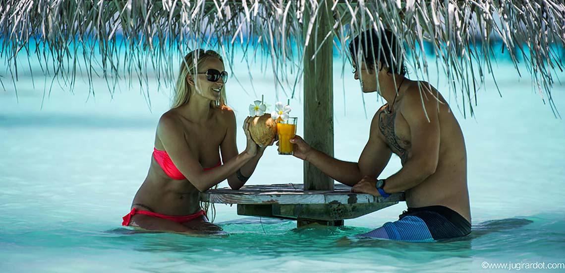 https://tahititourisme.com/wp-content/uploads/2018/07/Havaiki-Lodge-Fakarava-Lagoon-Table-Cocktails-1140x550.jpg