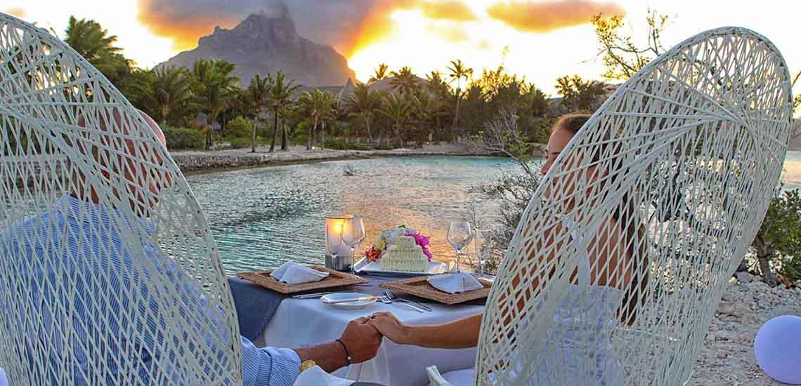 https://tahititourisme.com/wp-content/uploads/2018/07/Le-Meridien-Bora-Bora-Private-Motu-Dinner-1140x550.jpg