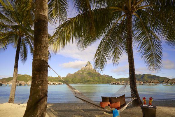 https://tahititourisme.com/wp-content/uploads/2018/10/intercontinental-bora-bora-resort-thalasso-spa-hammock_16233229912_o_600.jpg
