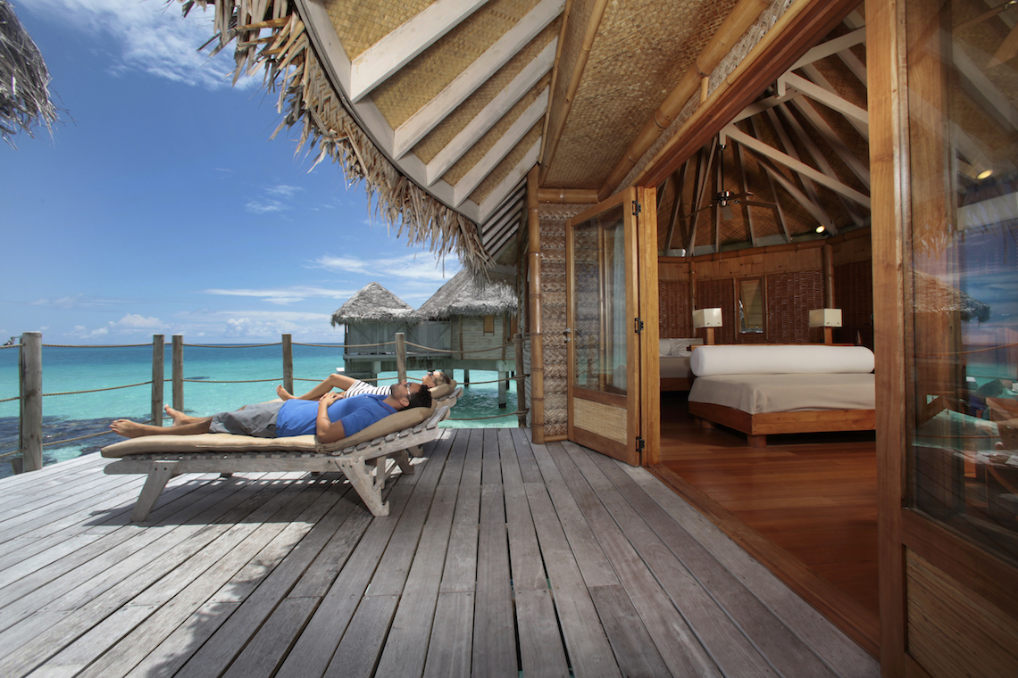 https://tahititourisme.com/wp-content/uploads/2018/11/tikehaupearlbeachresort_exterior_bungalow-®-GLB-.jpg