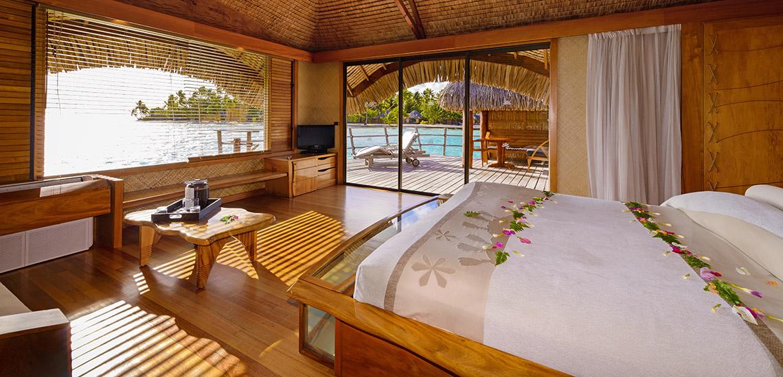 https://tahititourisme.com/wp-content/uploads/2018/12/le-tahaa-island-resort-overwater-bungalow-1140x550.jpg