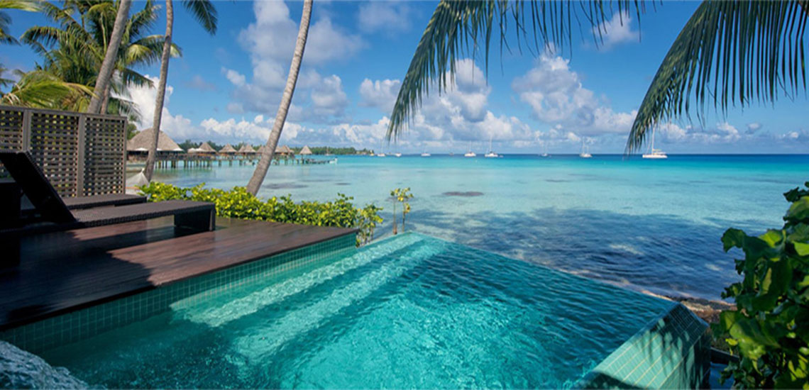 https://tahititourisme.com/wp-content/uploads/2019/01/Hotel-Kia-Ora-Bungalow-Pool-1140X550.jpg