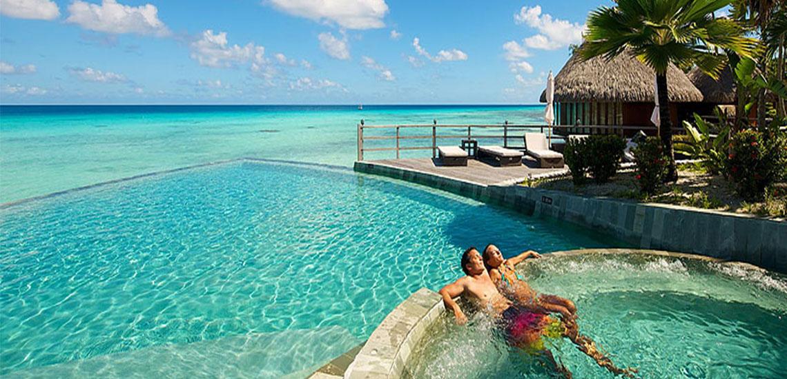 https://tahititourisme.com/wp-content/uploads/2019/01/Hotel-Kia-Ora-Pool-1140X550.jpg