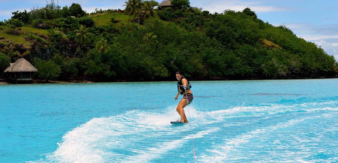 https://tahititourisme.com/wp-content/uploads/2019/02/Bora-Bora-Wakeboarding-2000x1200_52423.jpg