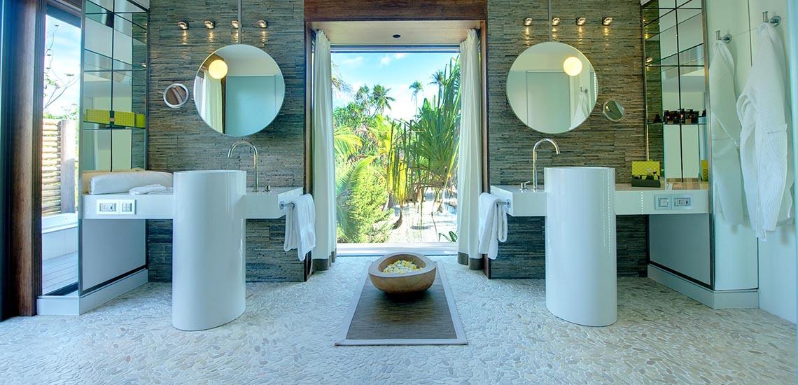 https://tahititourisme.com/wp-content/uploads/2019/04/The-Brando-Villa-Bathroom-1140x550.jpg