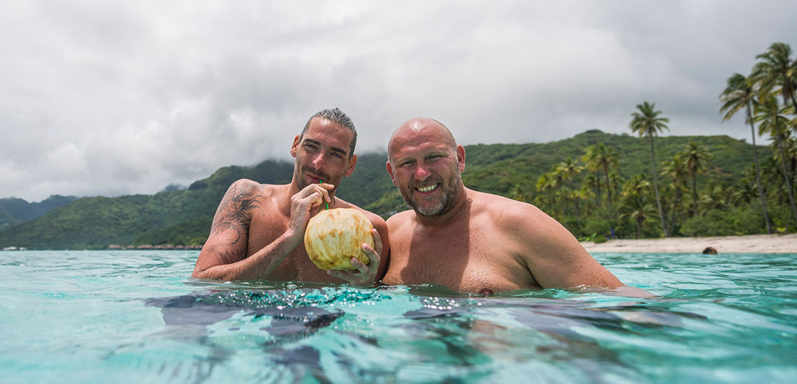 https://tahititourisme.com/wp-content/uploads/2019/05/Tahiti-Swimming-Experience-®.jpg