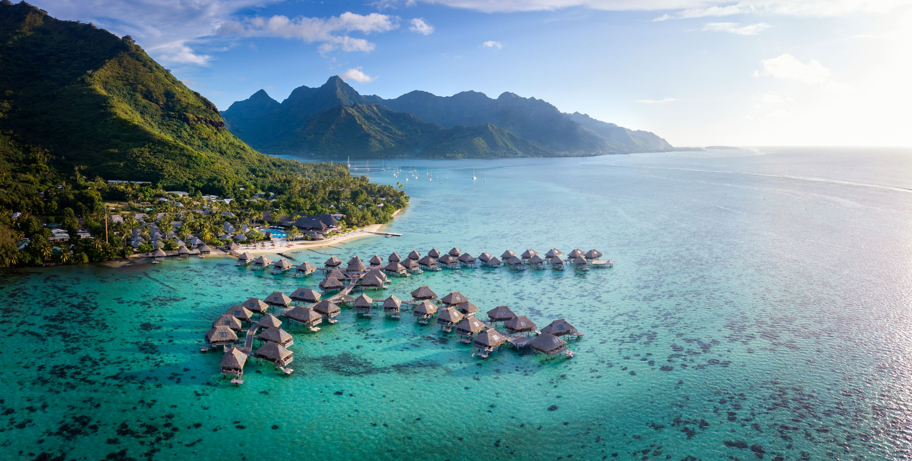 https://tahititourisme.com/wp-content/uploads/2019/06/Resort-Exterior.jpg