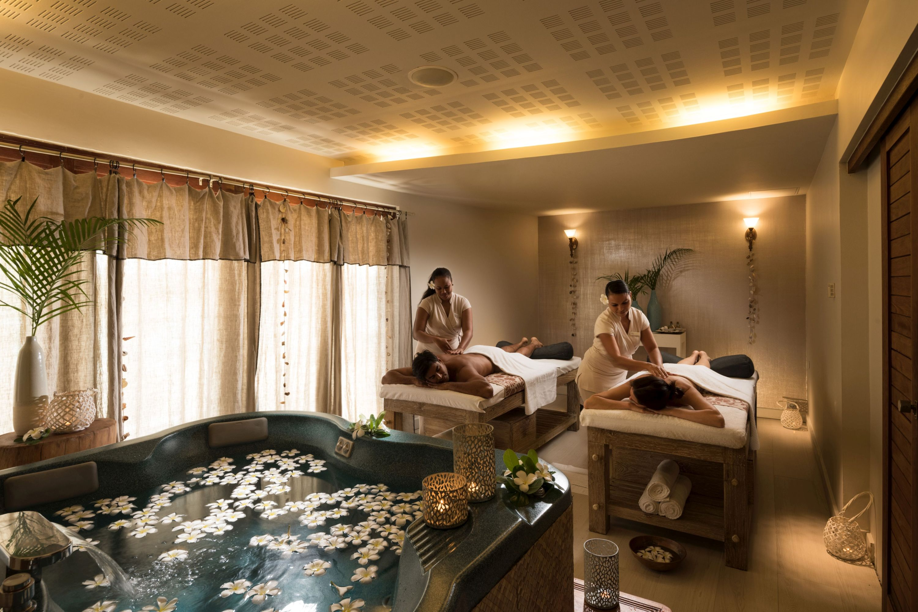 https://tahititourisme.com/wp-content/uploads/2019/06/Spa-Treatment-Room.jpg
