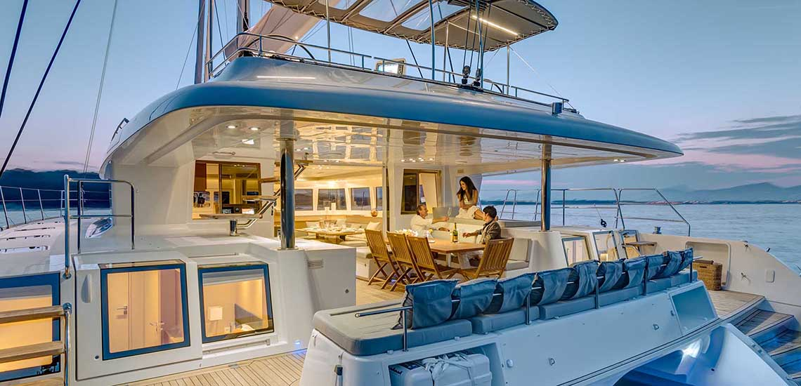 https://tahititourisme.com/wp-content/uploads/2019/08/Dream-Yacht-Charter-Outdoor-Dining-1140x550.jpg