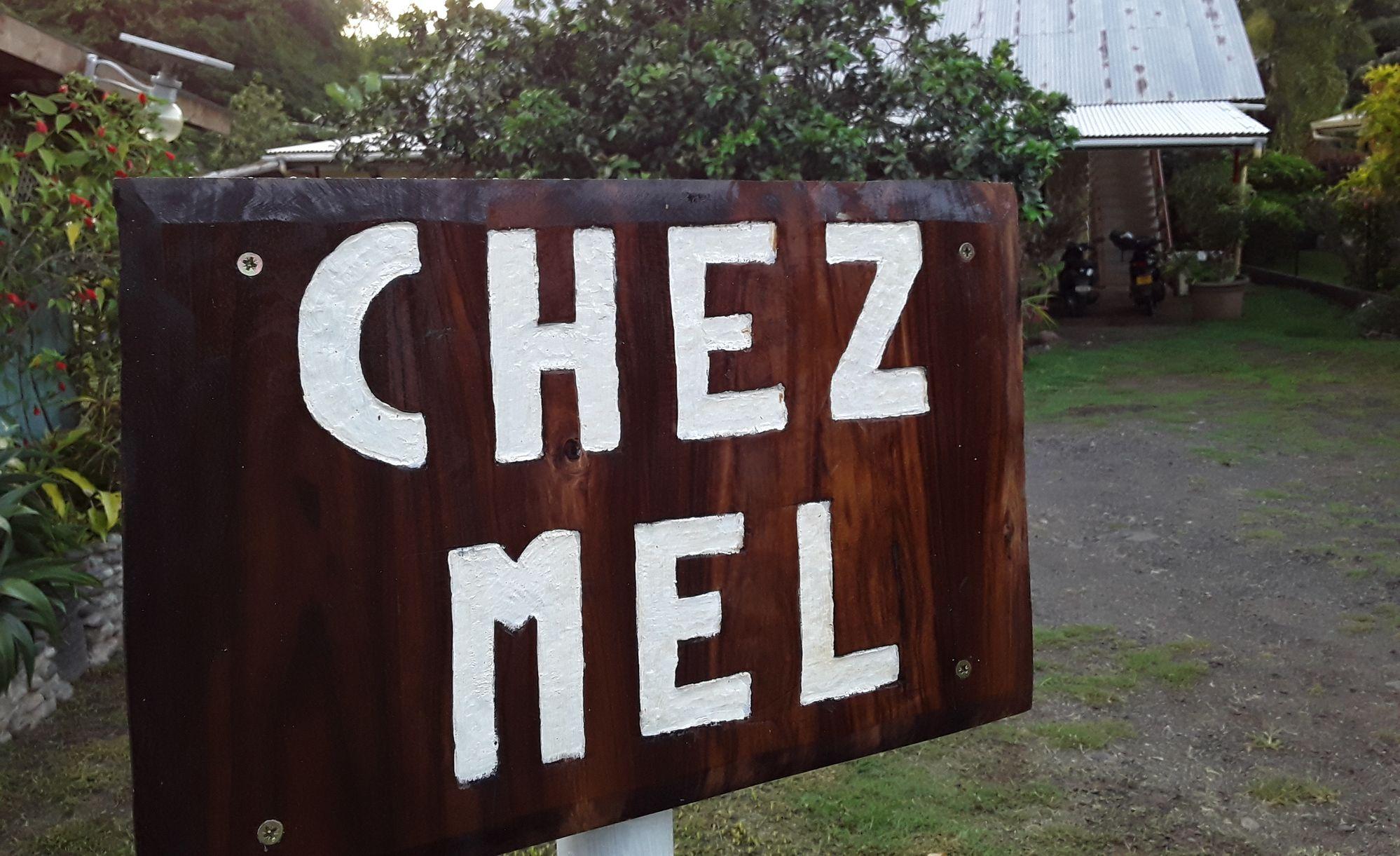 https://tahititourisme.com/wp-content/uploads/2020/07/Panneau-Chez-Mel.jpg