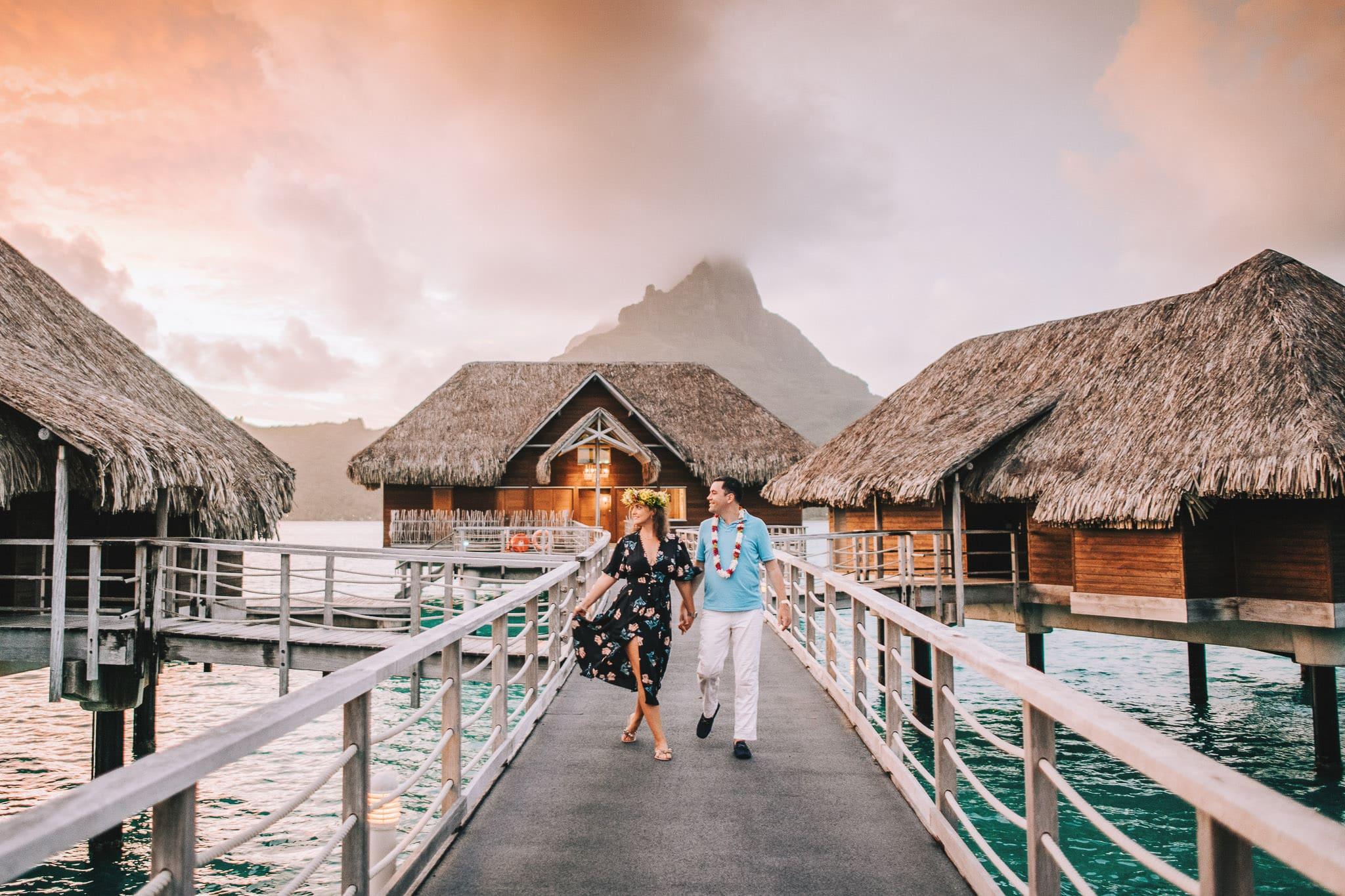 https://tahititourisme.com/wp-content/uploads/2021/04/Bora-Bora-Photographer-Honeymoon-Wedding-couple-10.jpg