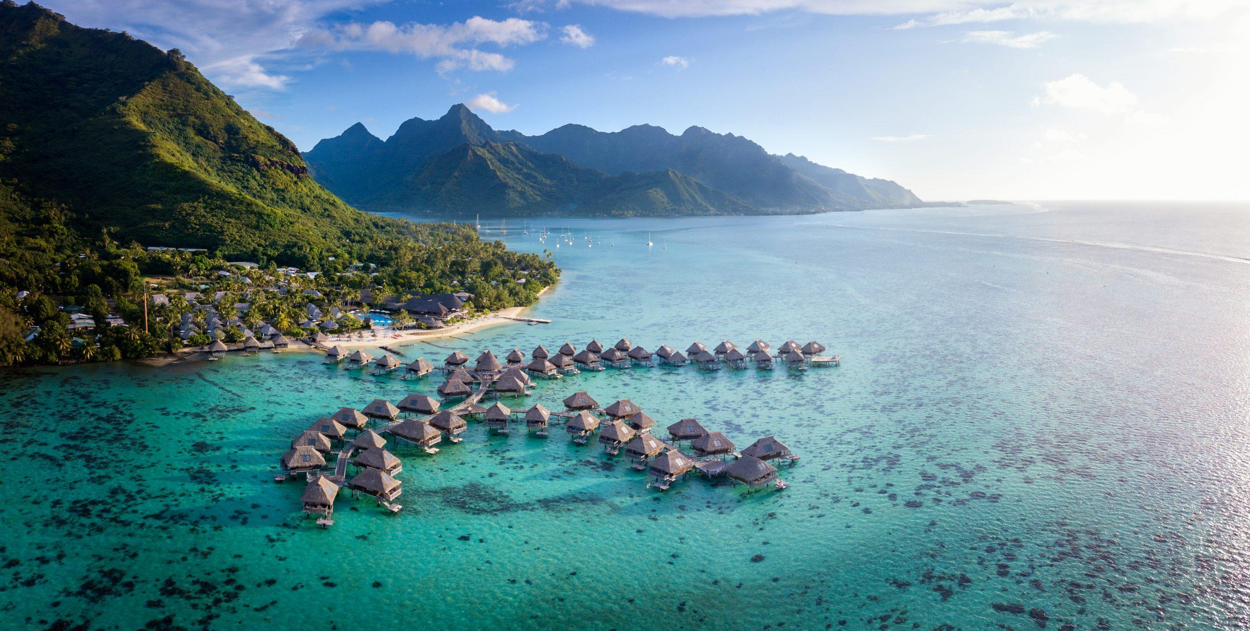 https://tahititourisme.com/wp-content/uploads/2021/05/01-HMLR-Resort-view-scaled.jpg