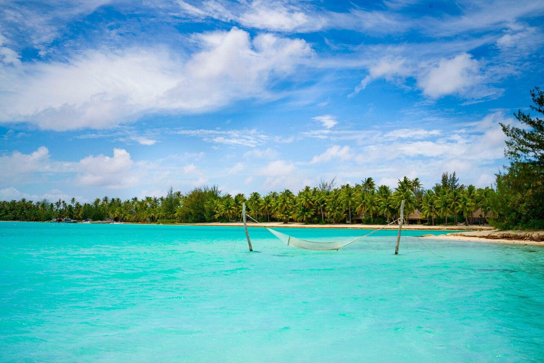 https://tahititourisme.com/wp-content/uploads/2021/05/SRBB-hammock-xr-main-beach-6660-hor-clsc.jpg