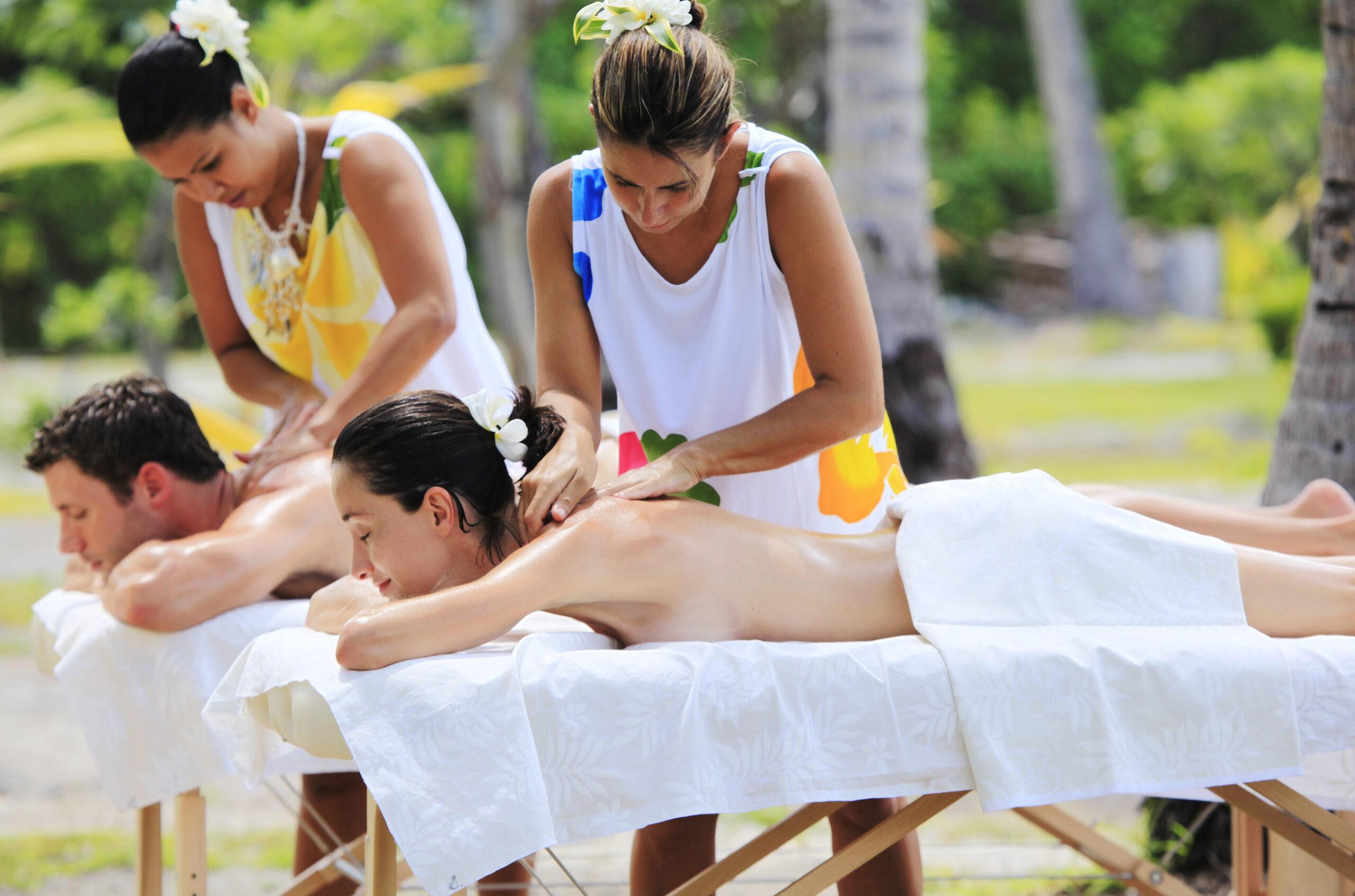 https://tahititourisme.com/wp-content/uploads/2021/09/Outside-massage-couple-scaled.jpg