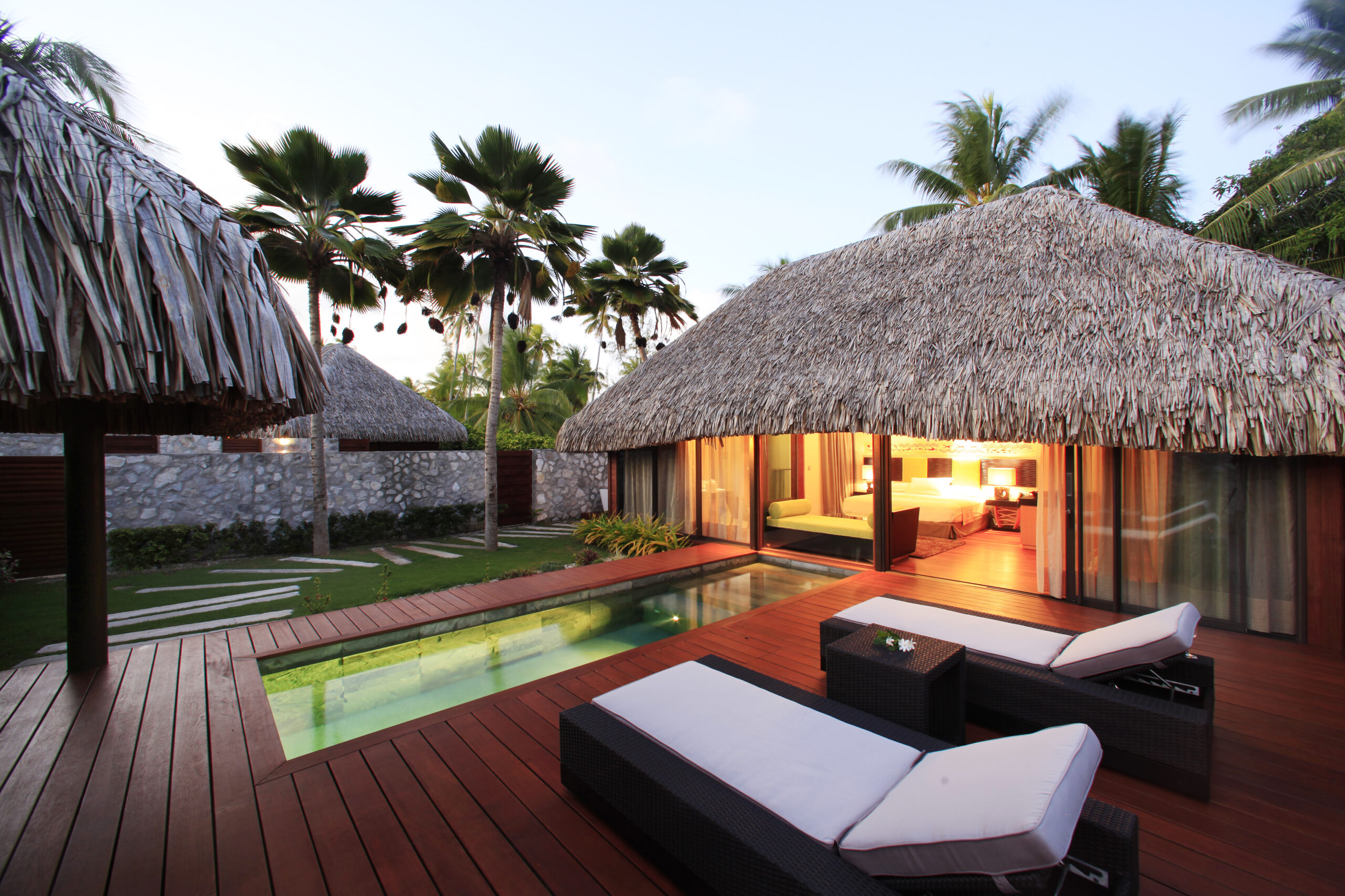 https://tahititourisme.com/wp-content/uploads/2021/09/Villa-with-Pool-2-scaled.jpg