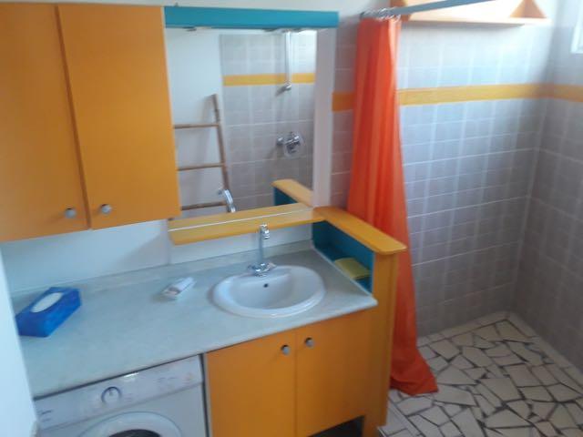 https://tahititourisme.com/wp-content/uploads/2021/09/bathroom.jpg