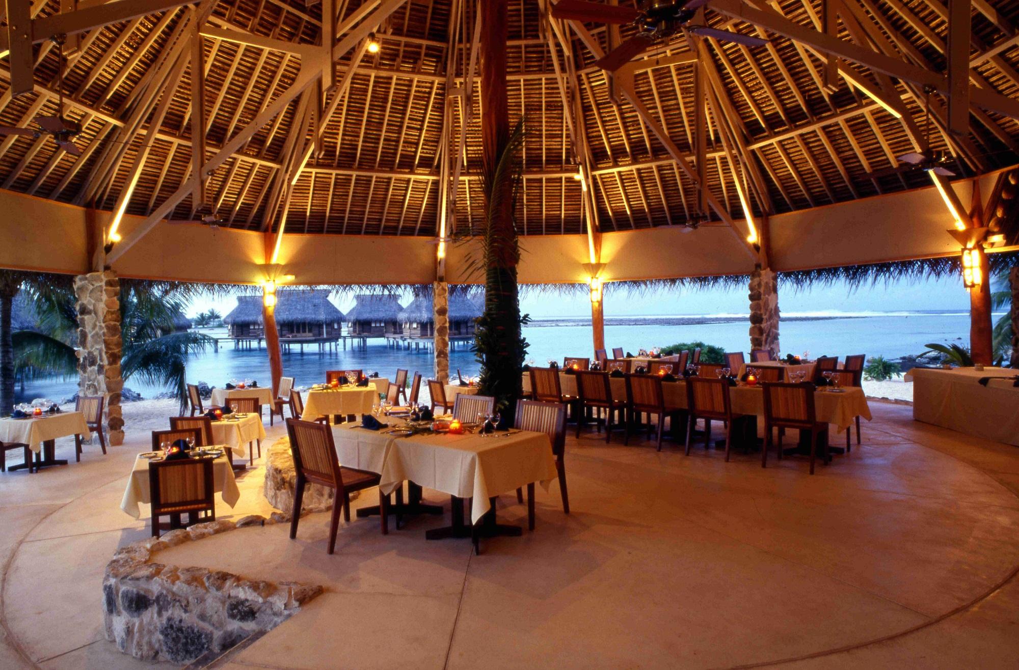 https://tahititourisme.com/wp-content/uploads/2021/10/Tikehau-Pearl-Beach-Resort-Restaurant-Pohero-Copie.jpg